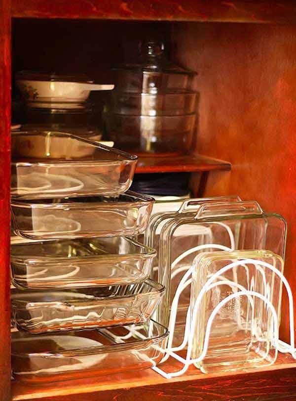 Место хранения стеклянных форм для выпечки