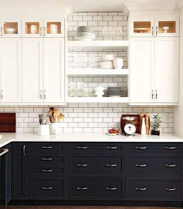 Два контрастных цвета в сочетании с простой белой плиткой