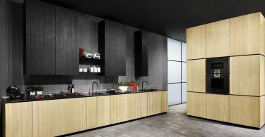 Индустриальный стиль в интерьере кухни с темными навесными ящиками