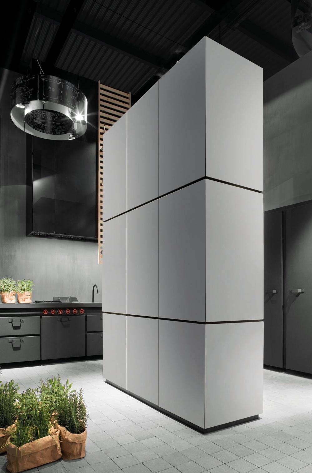 Индустриальный стиль в интерьере кухни: серый фасад кухонного шкафа