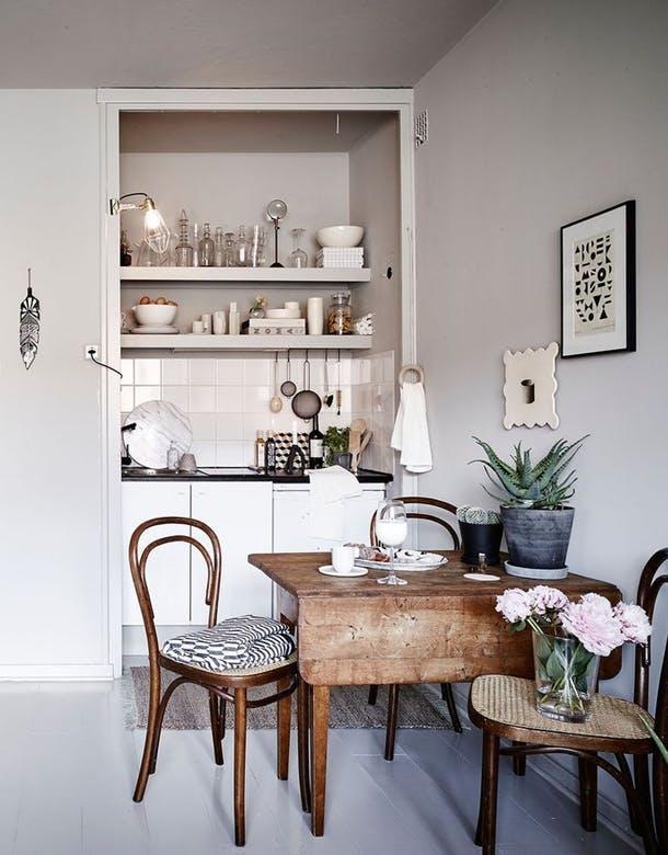 Очень маленькая стильная кухня