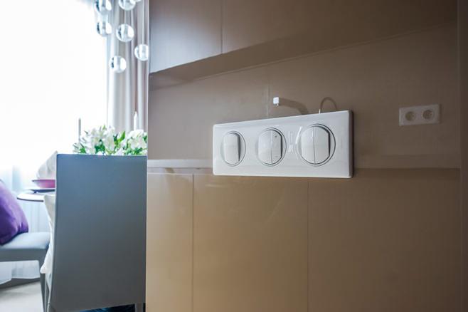 Детали интерьера: панель с выключателями