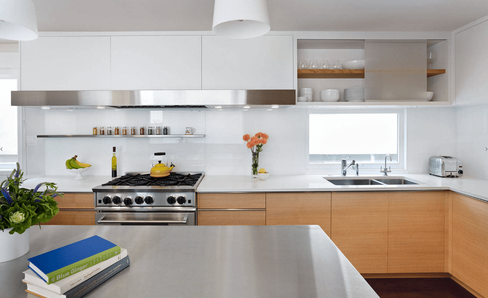 Идея дизайна фартука на кухню. Глянцевая окраска фартука - фото 1