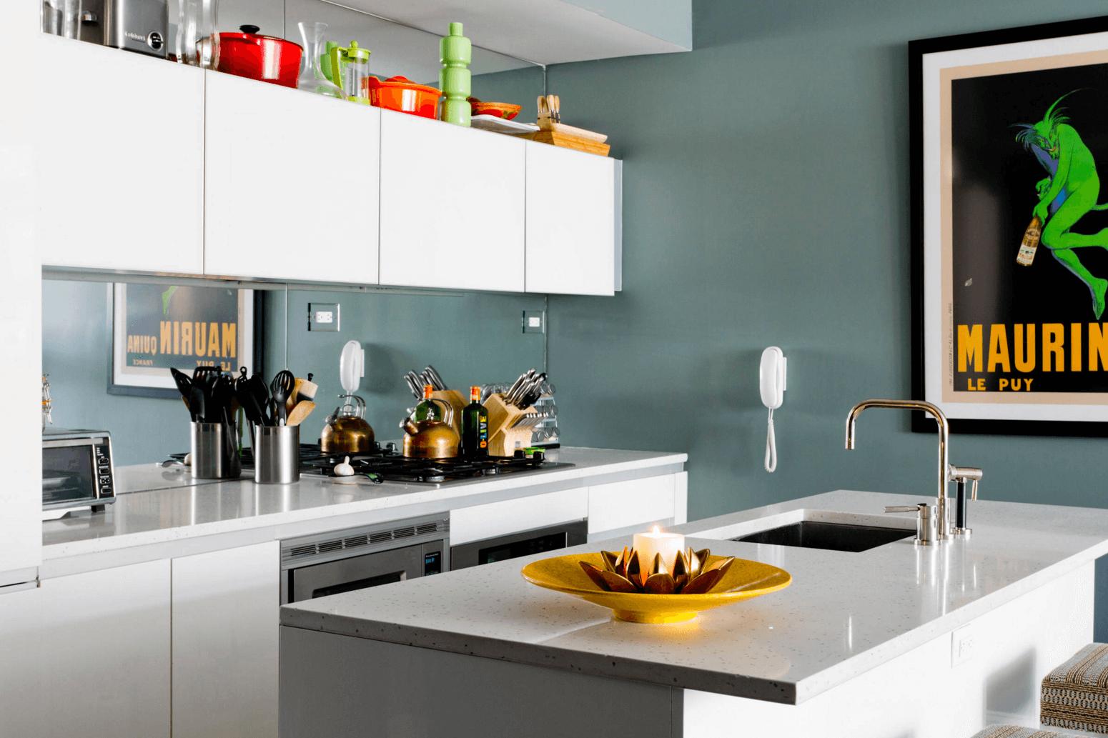 Идея дизайна фартука на кухню: зеркальный - фото 1
