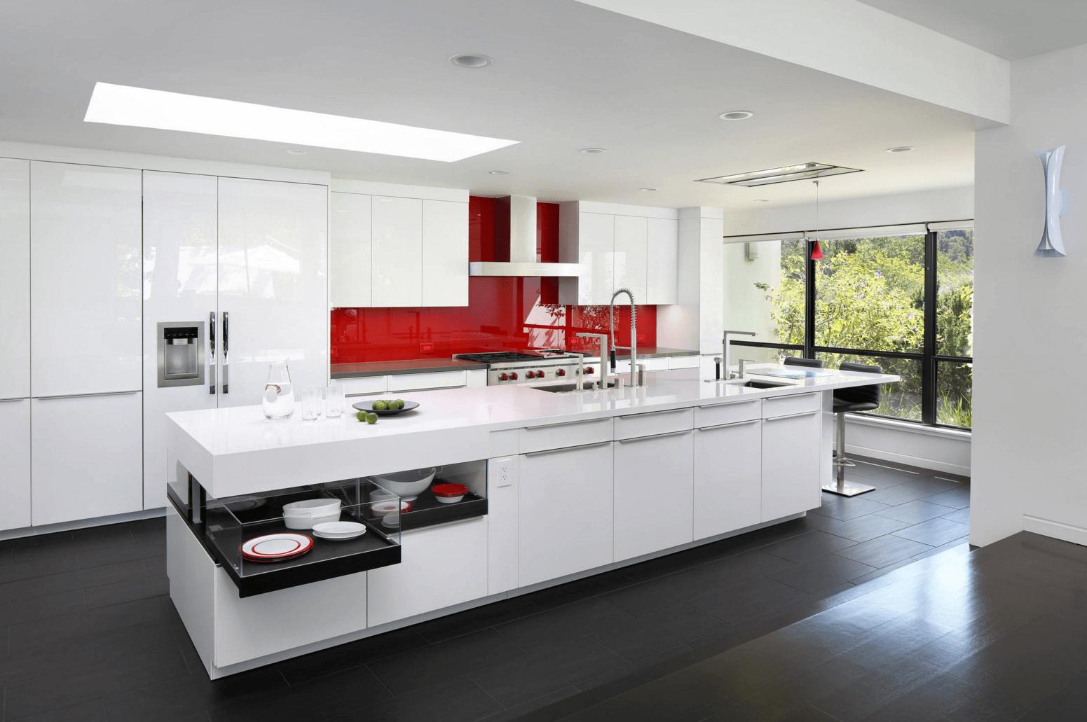 Идея дизайна фартука на кухню с глянцевой окраской - фото 2