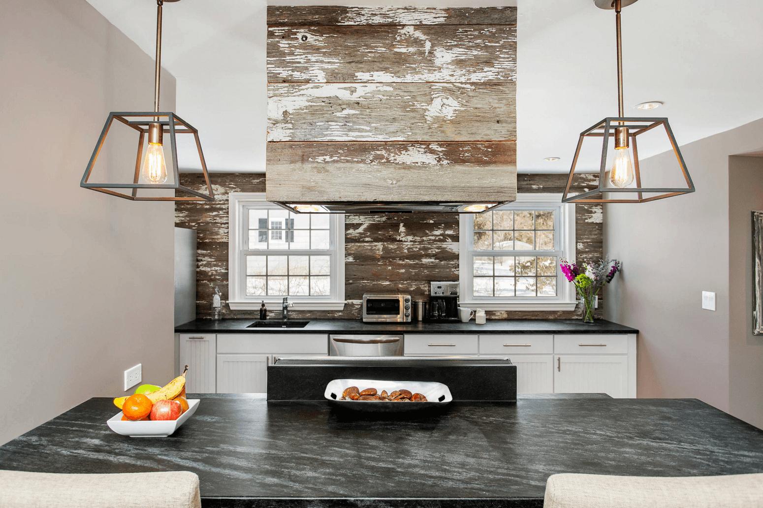 Идея дизайна фартука на кухню в деревенском стиле - фото 1