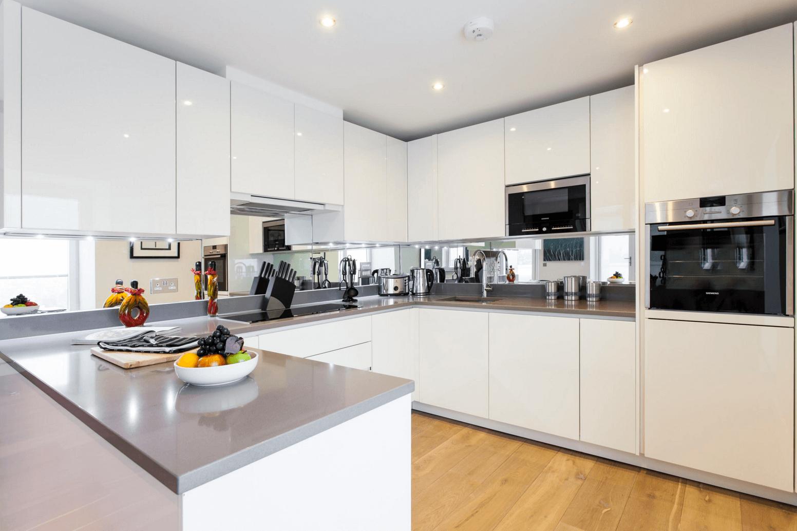 Идея дизайна фартука на кухню: зеркальный - фото 2