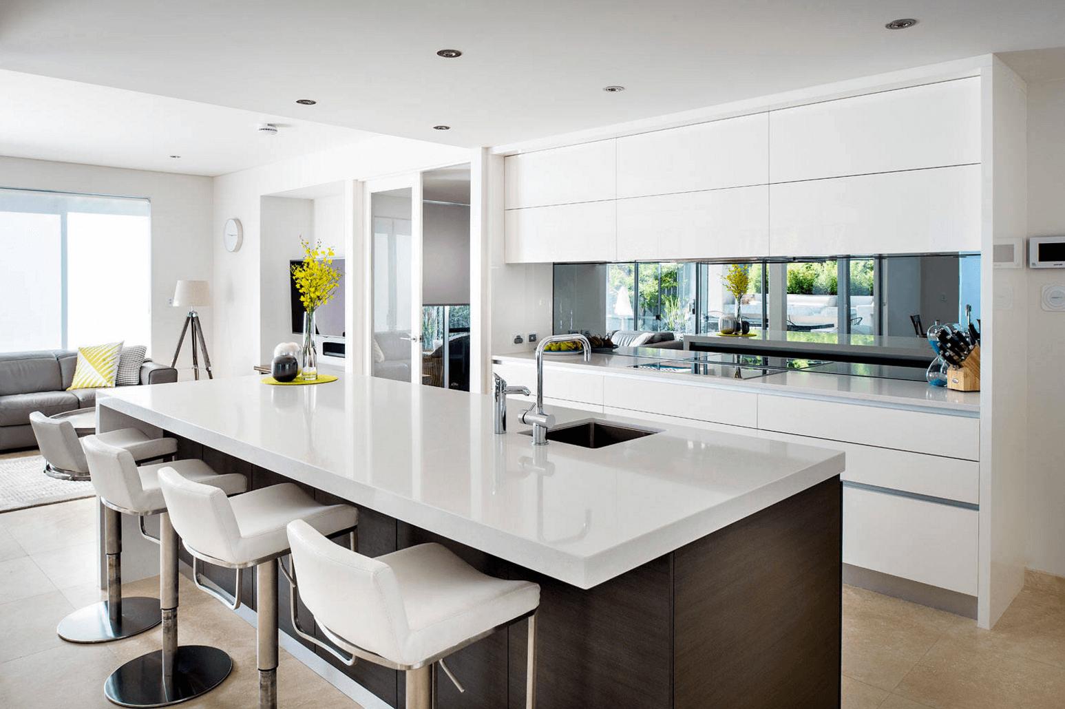 Идея дизайна фартука на кухню: зеркальный - фото 5
