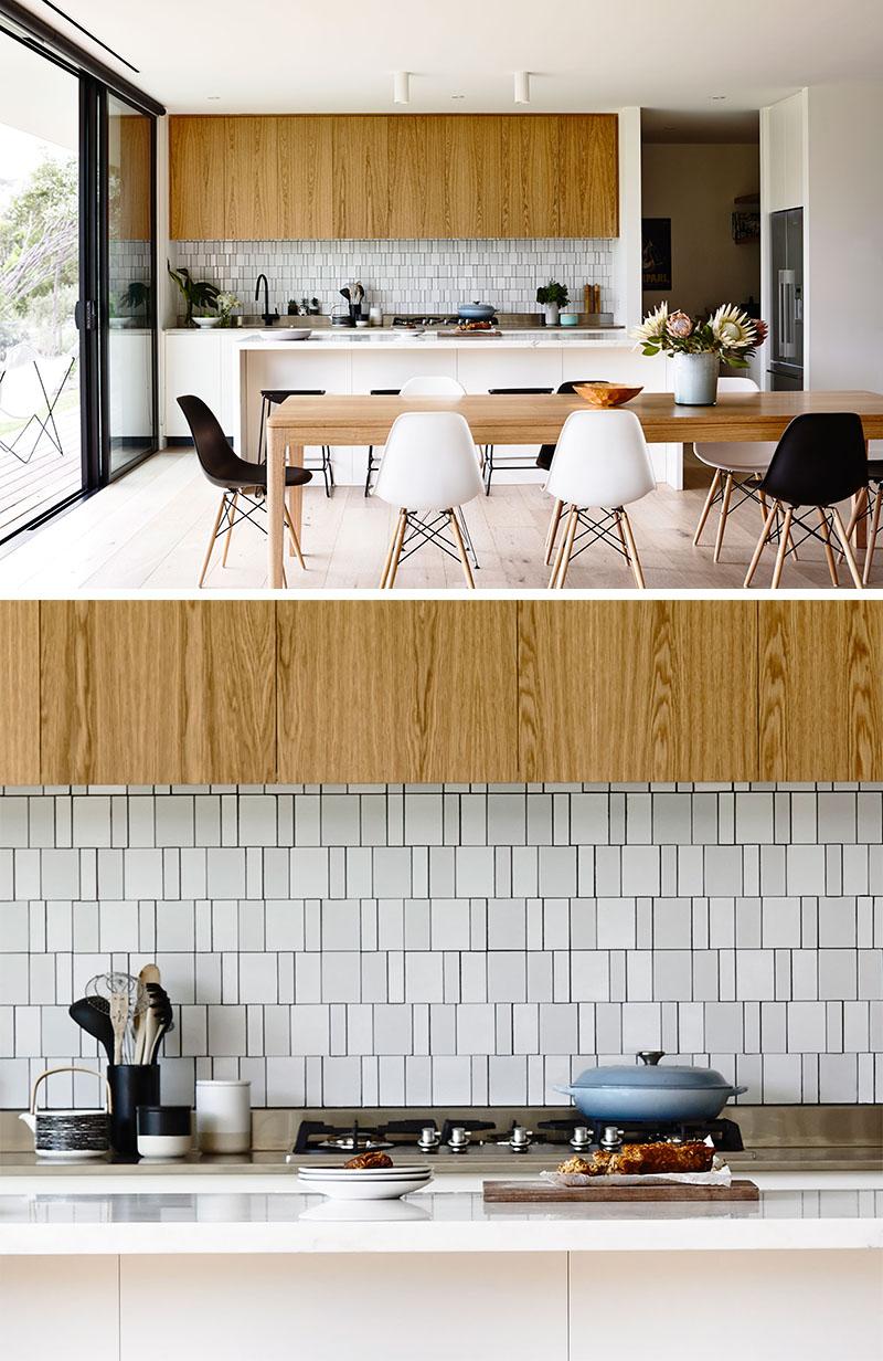 Варианты кухонных фартуков с плиткой разной ширины