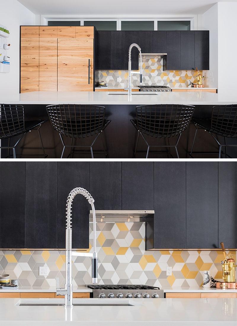 Варианты кухонных фартуков из трёхцветной плитки