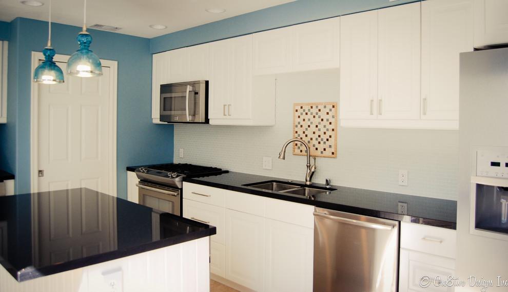 Потрясающая кухня с голубыми акцентами от студии Cre8tive Interior Designs