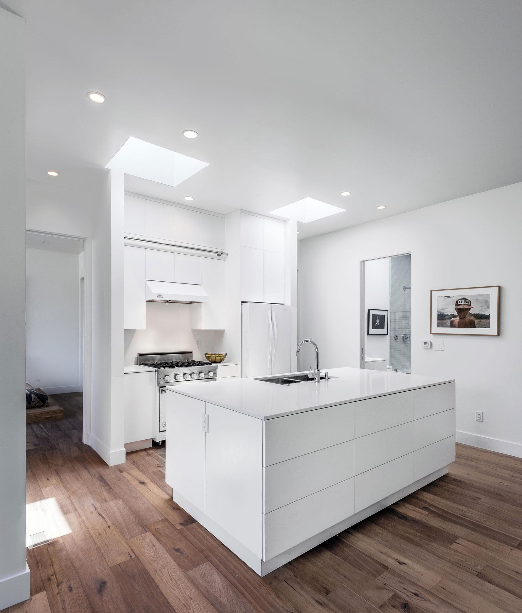 Роскошный интерьер белой кухни - Фото 6
