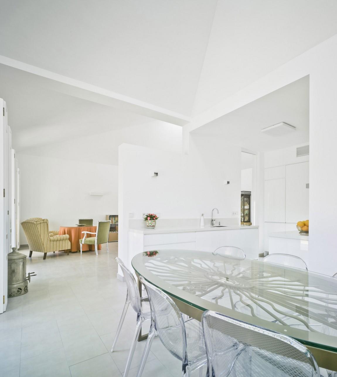 Роскошный интерьер белой кухни - Фото 12