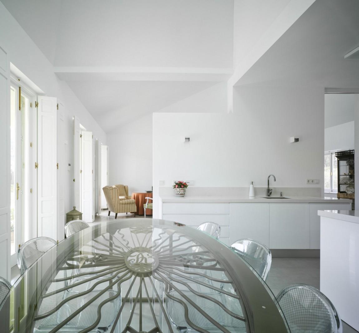Роскошный интерьер белой кухни - Фото 13
