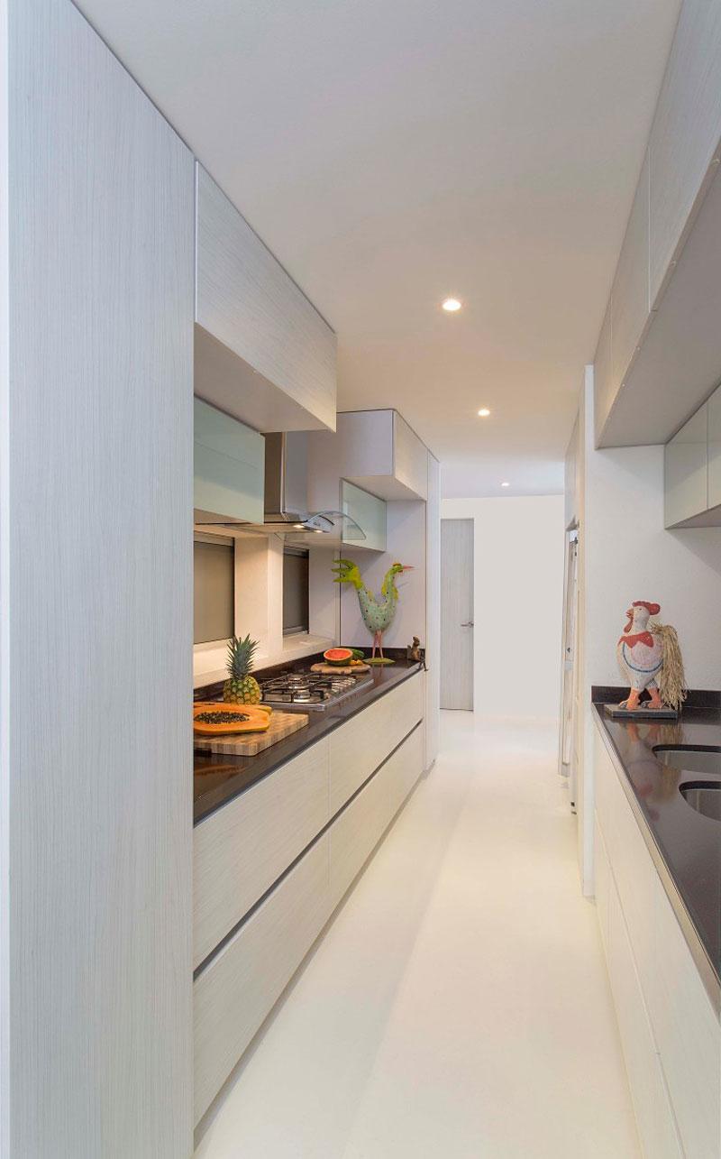 Роскошный интерьер белой кухни - Фото 15