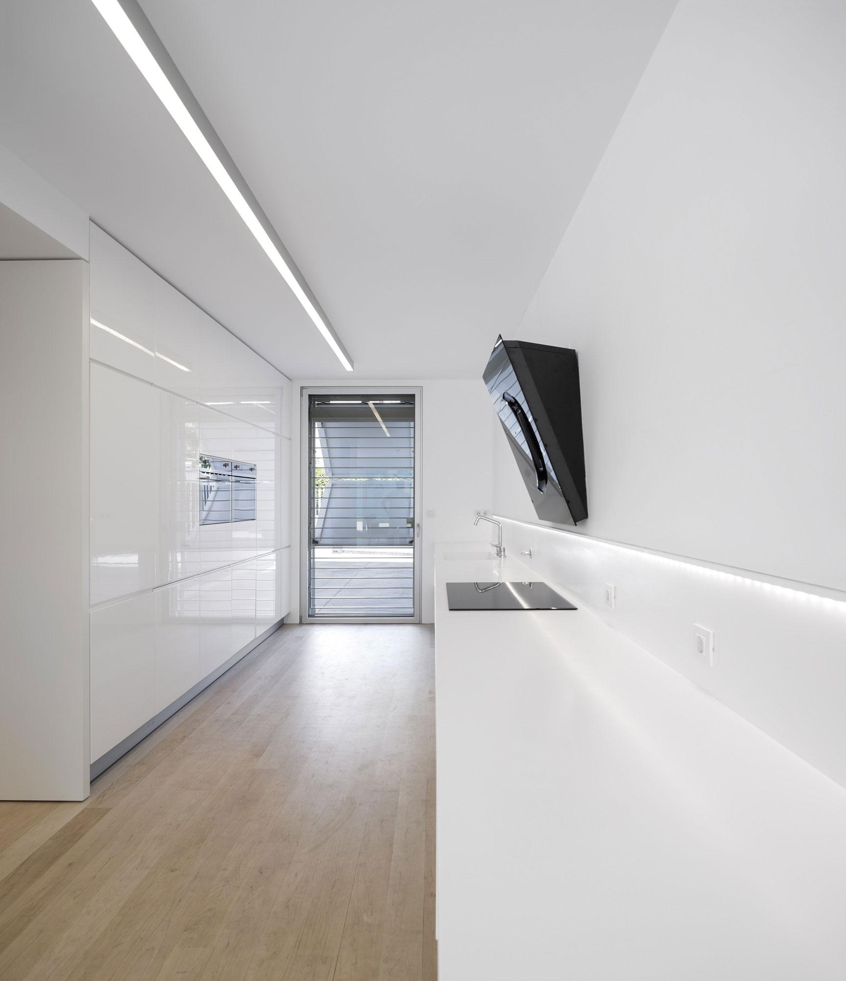 Роскошный интерьер белой кухни - Фото 20