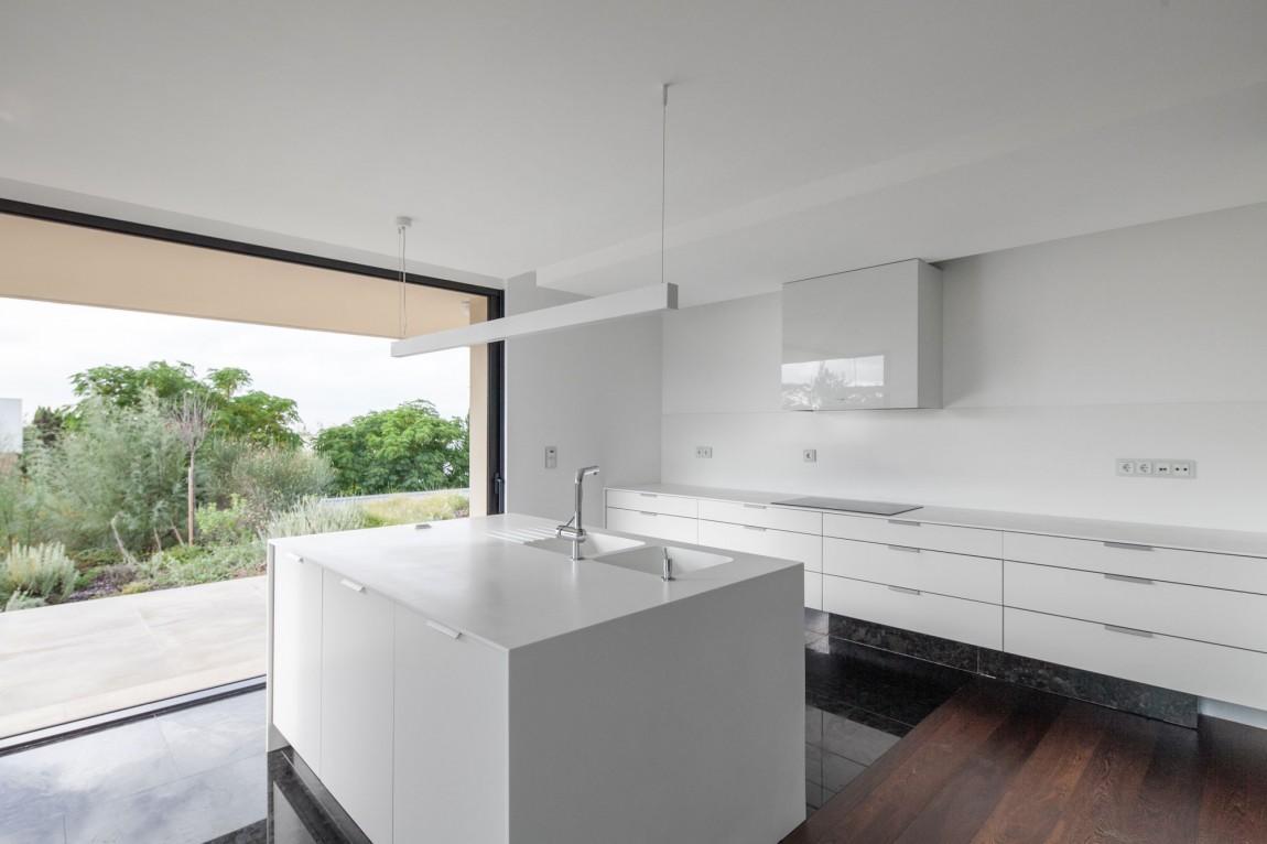 Роскошный интерьер белой кухни - Фото 22
