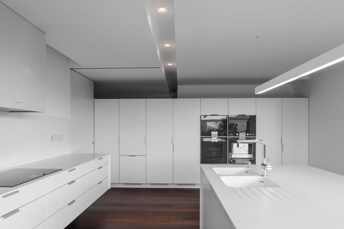 Роскошный интерьер белой кухни - Фото 23