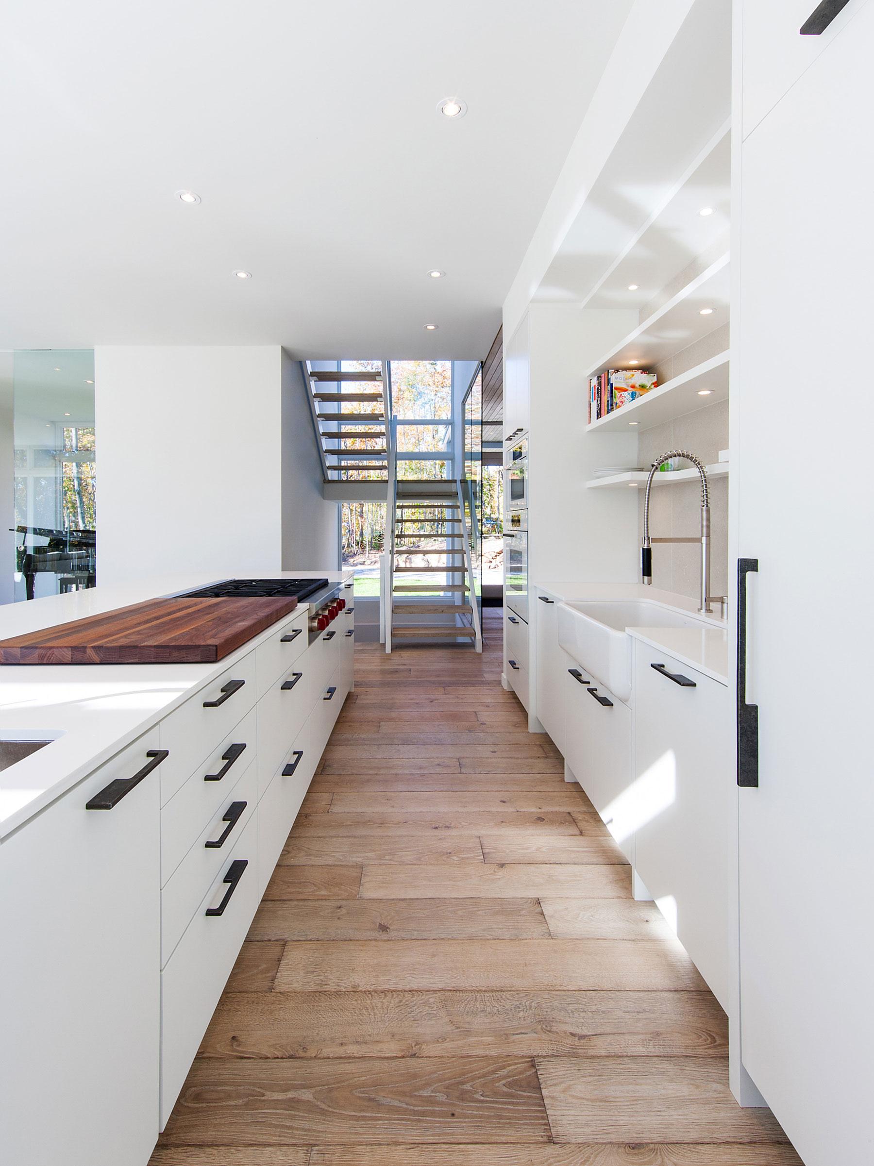 Роскошный интерьер белой кухни - Фото 26