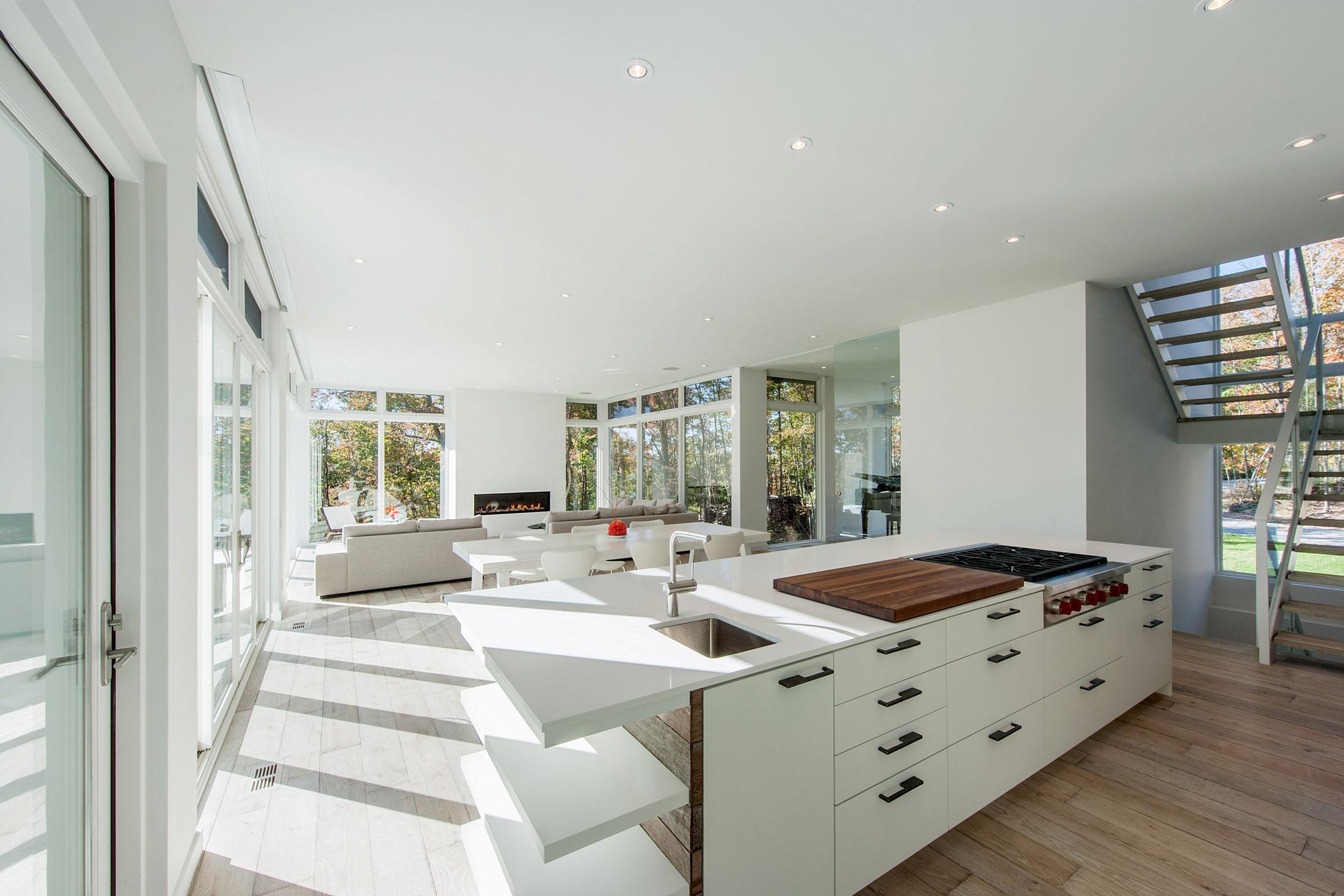 Роскошный интерьер белой кухни - Фото 27