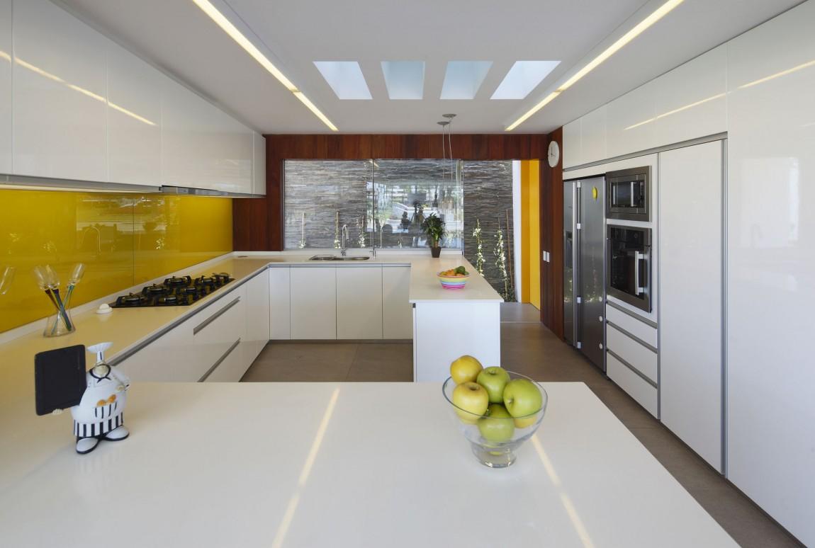 Роскошный интерьер белой кухни - Фото 28