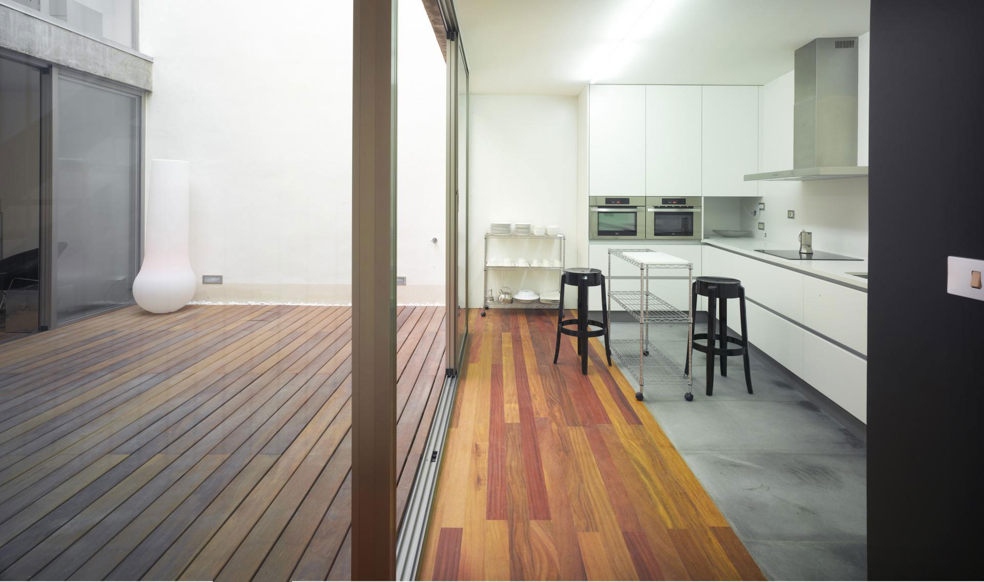 Роскошный интерьер белой кухни - Фото 31