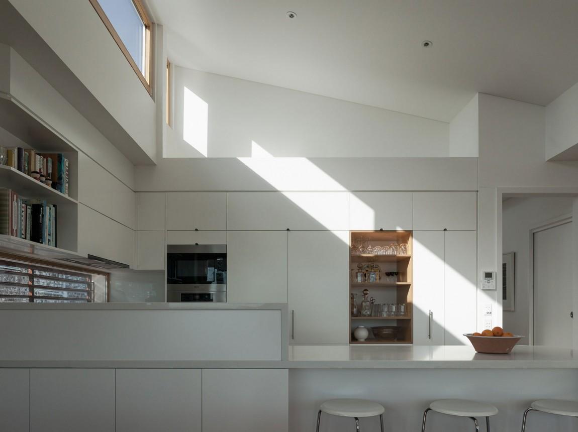 Роскошный интерьер белой кухни - Фото 33