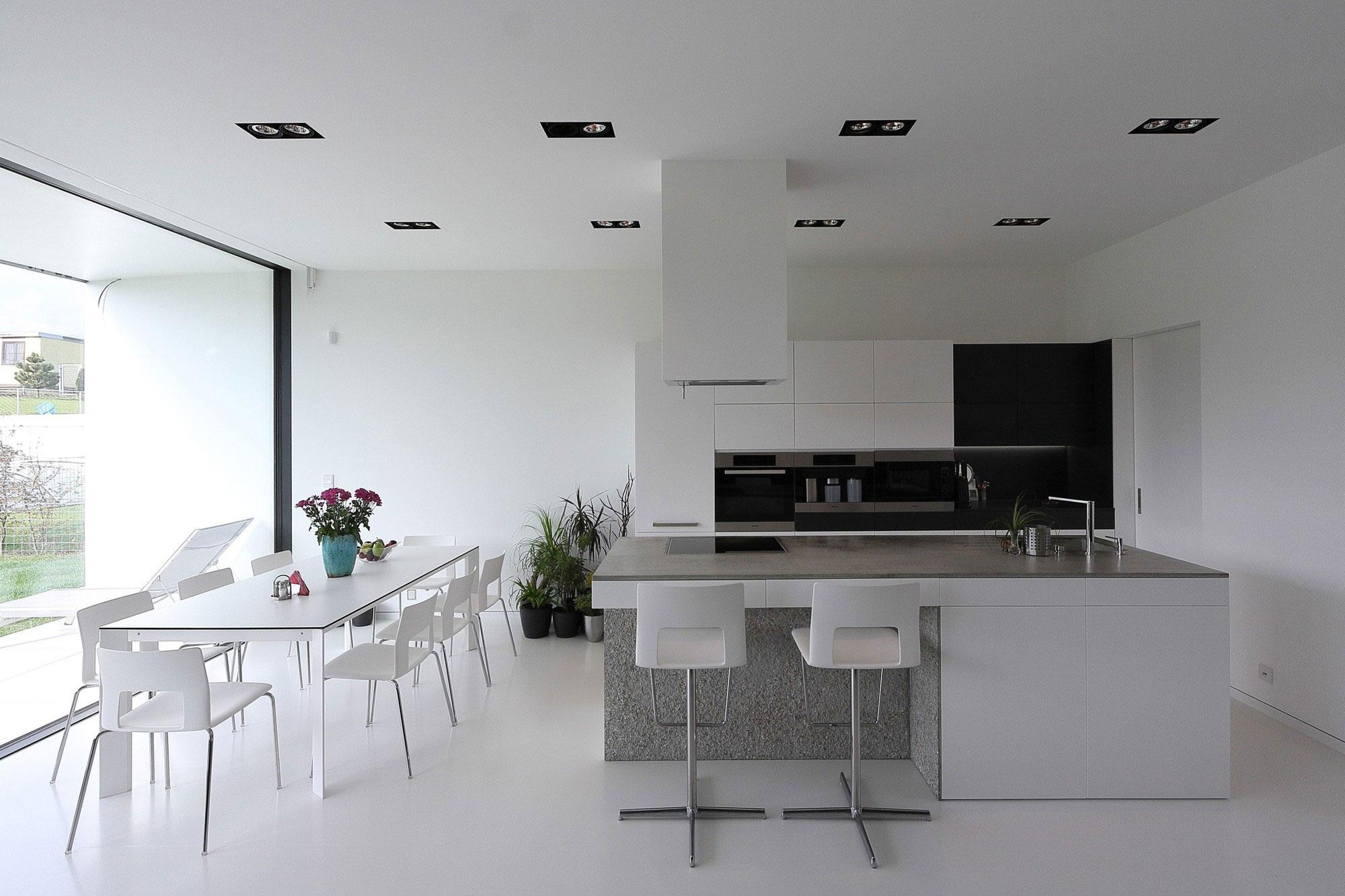 Роскошный интерьер белой кухни - Фото 35