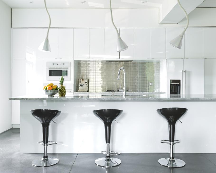 Роскошный интерьер белой кухни - Фото 45