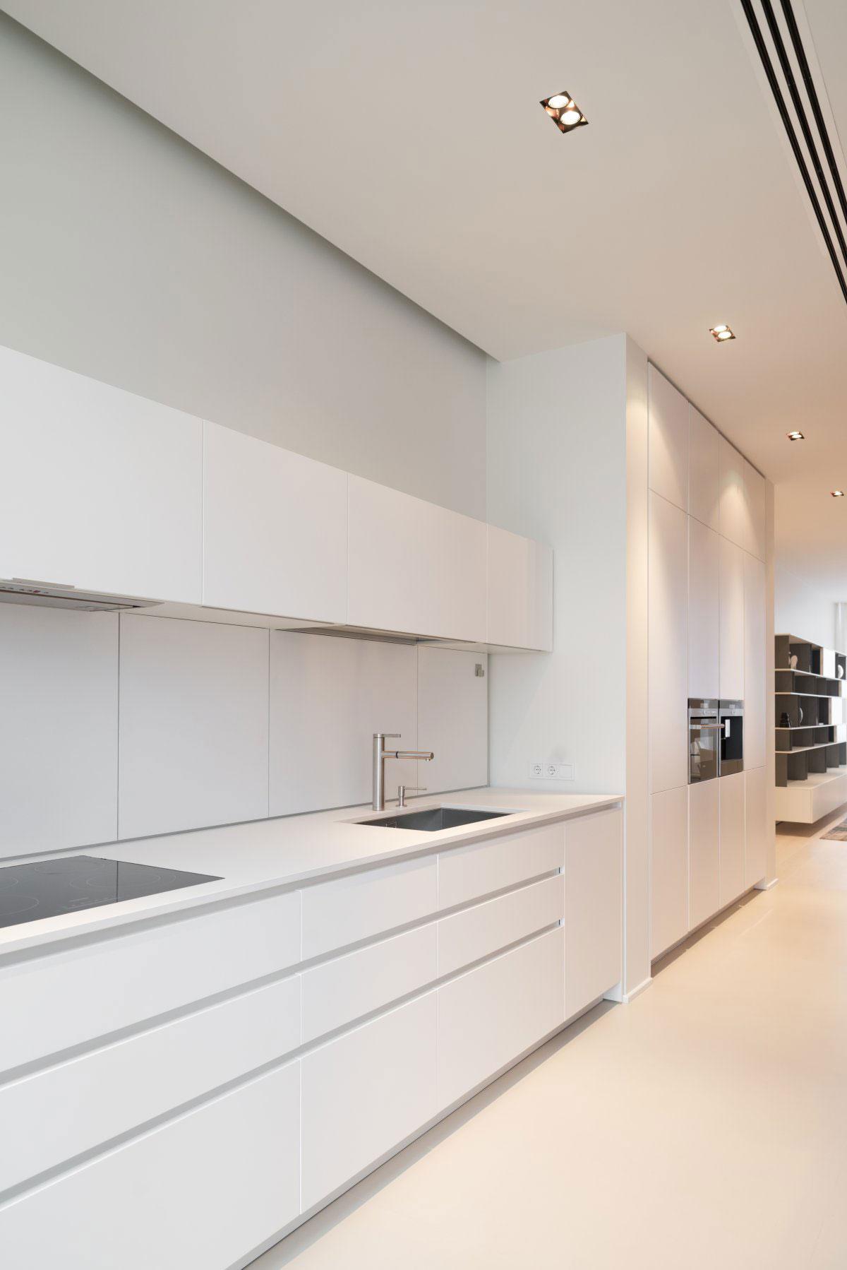 Роскошный интерьер белой кухни - Фото 48