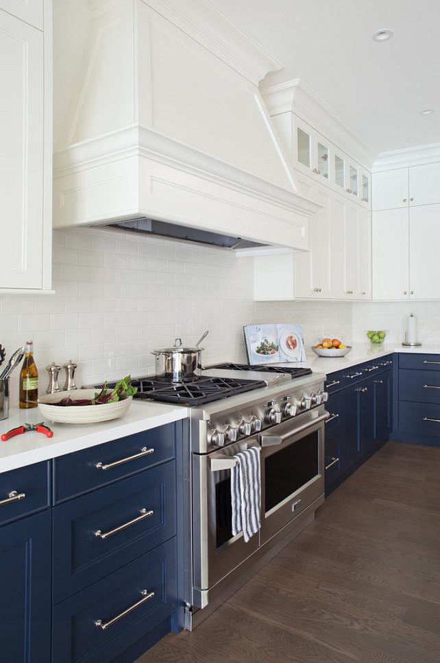 Дизайн двухцветной кухни - бело-синяя кухня