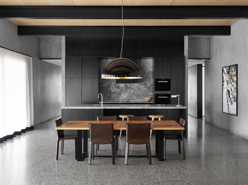 Интерьер красивой кухни в серой гамме