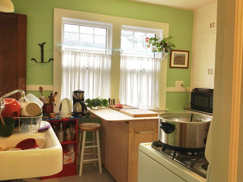 Интерьер кухни 10 м2 с зелёными стенами