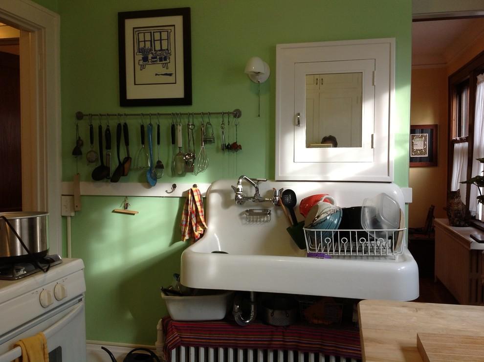 Белая раковина в интерьере кухни 10 м2 до реконструкции