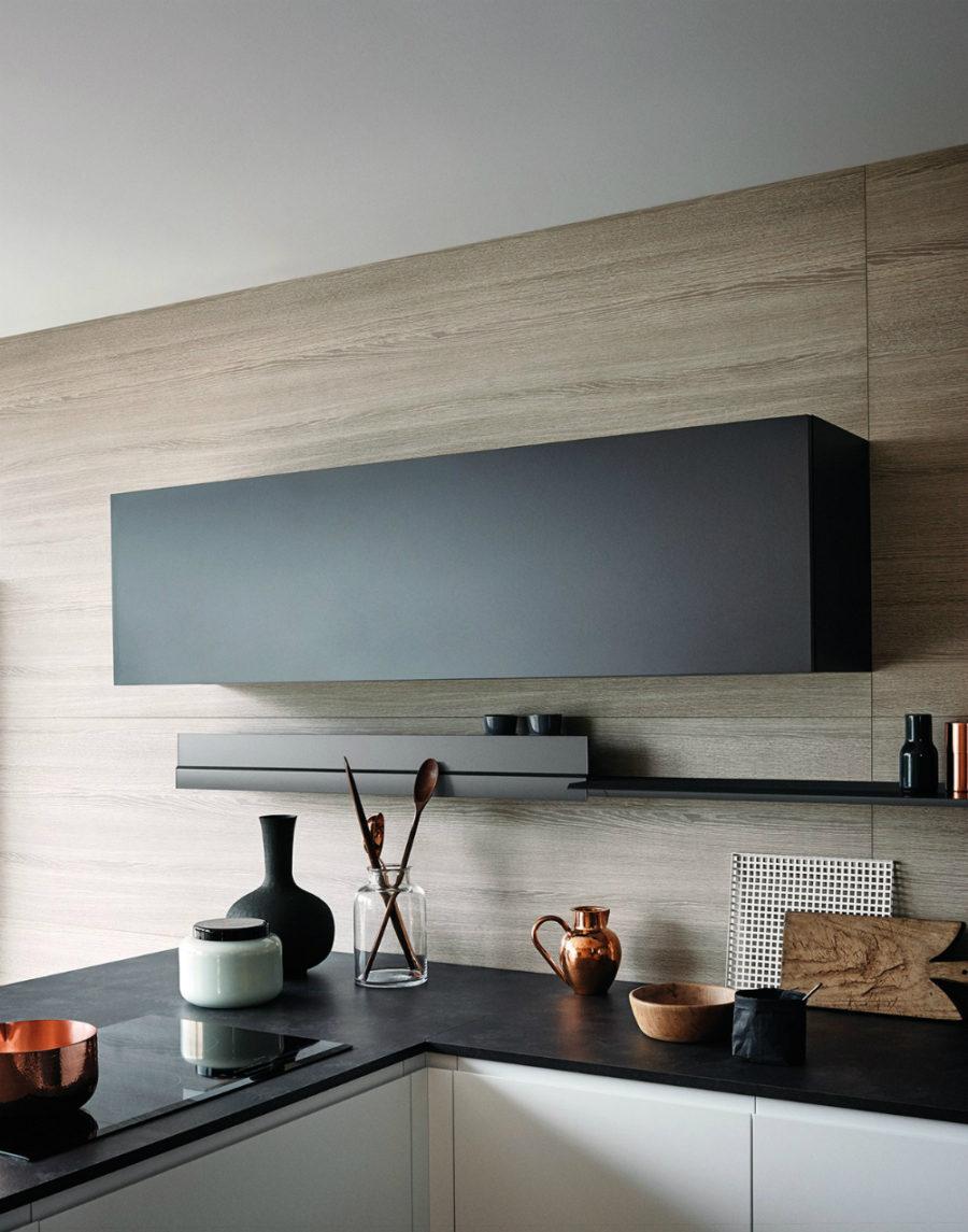 Яркий интерьер кухни от дизайнера Gian Vittorio Plazzogna - дерево в интерьере
