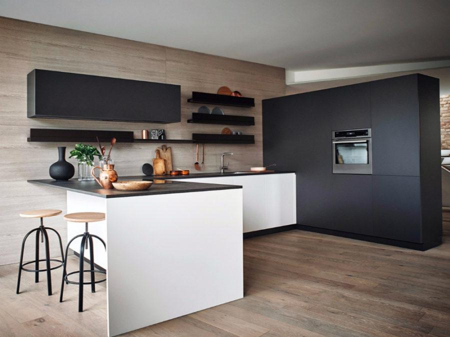 Яркий интерьер кухни от дизайнера Gian Vittorio Plazzogna