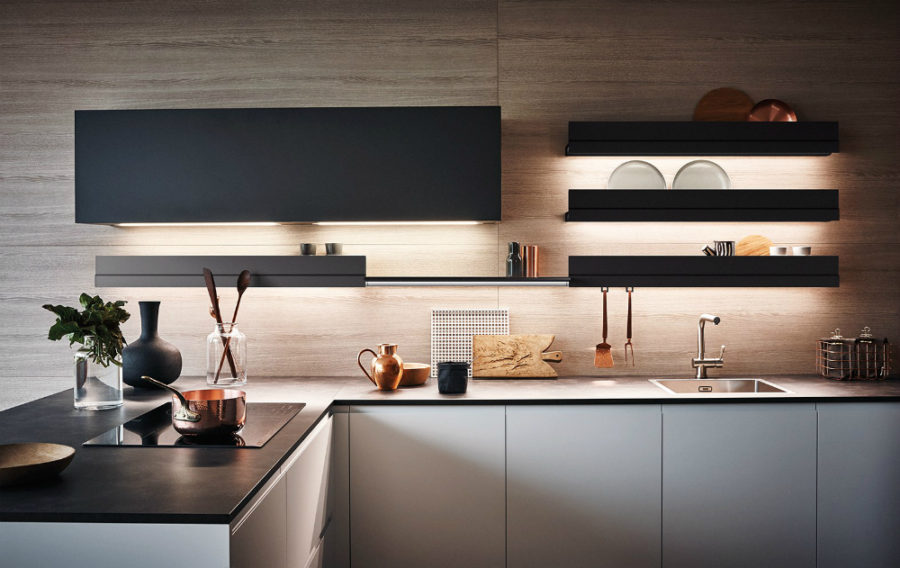 Яркий интерьер кухни от дизайнера Gian Vittorio Plazzogna - рабочая зона