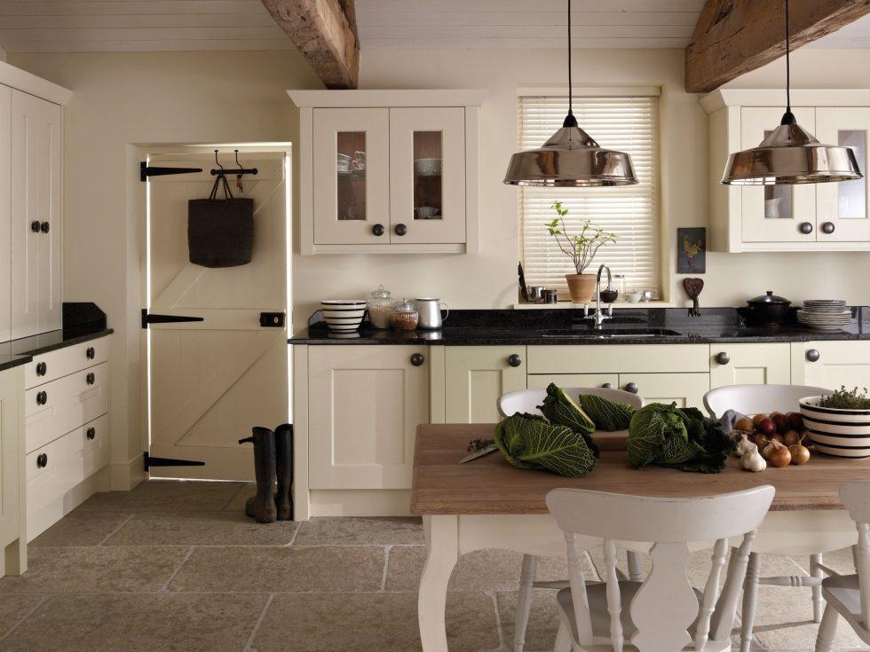 Интерьер кухни в бежевом цвете - фото 2