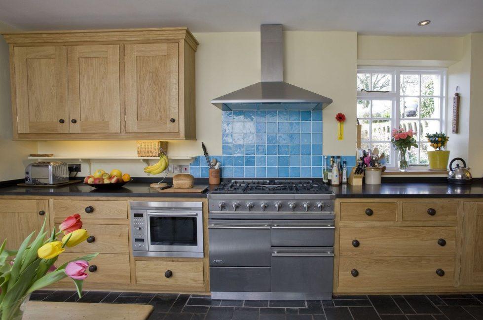 Интерьер кухни в бежевом цвете - фото 9