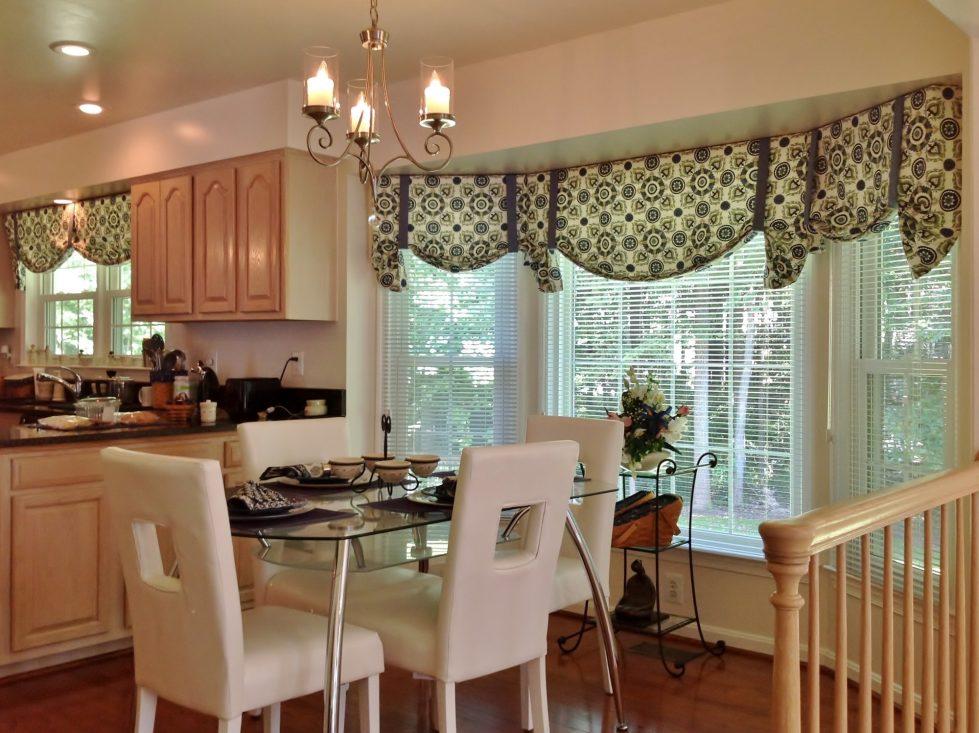 Интерьер кухни в бежевом цвете - фото 21