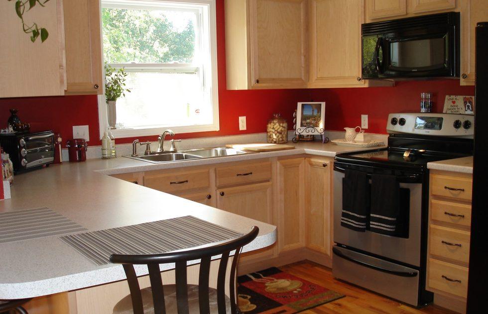 Интерьер кухни в бежевом цвете - фото 14