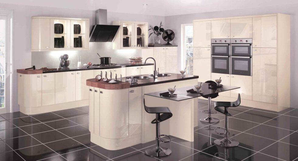 Интерьер кухни в бежевом цвете - фото 12