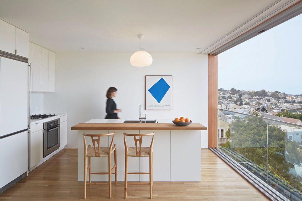 Интерьер кухни в бежевом цвете - фото 20