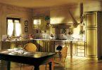 Интерьер большой кухни в деревенском стиле