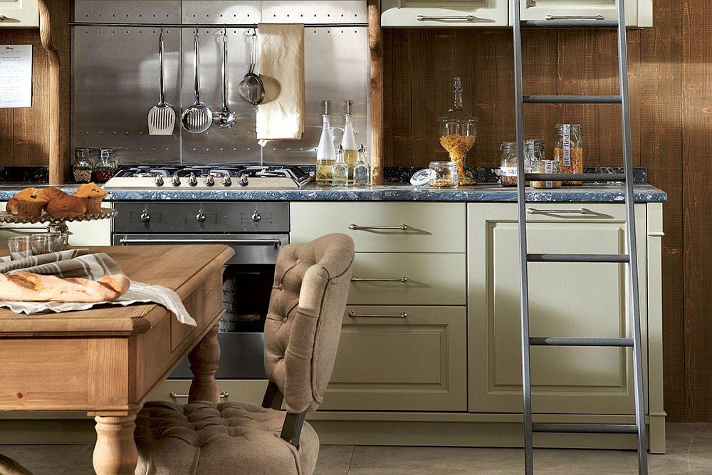 Кухня в винтажном стиле: металлическая лестница возле полок