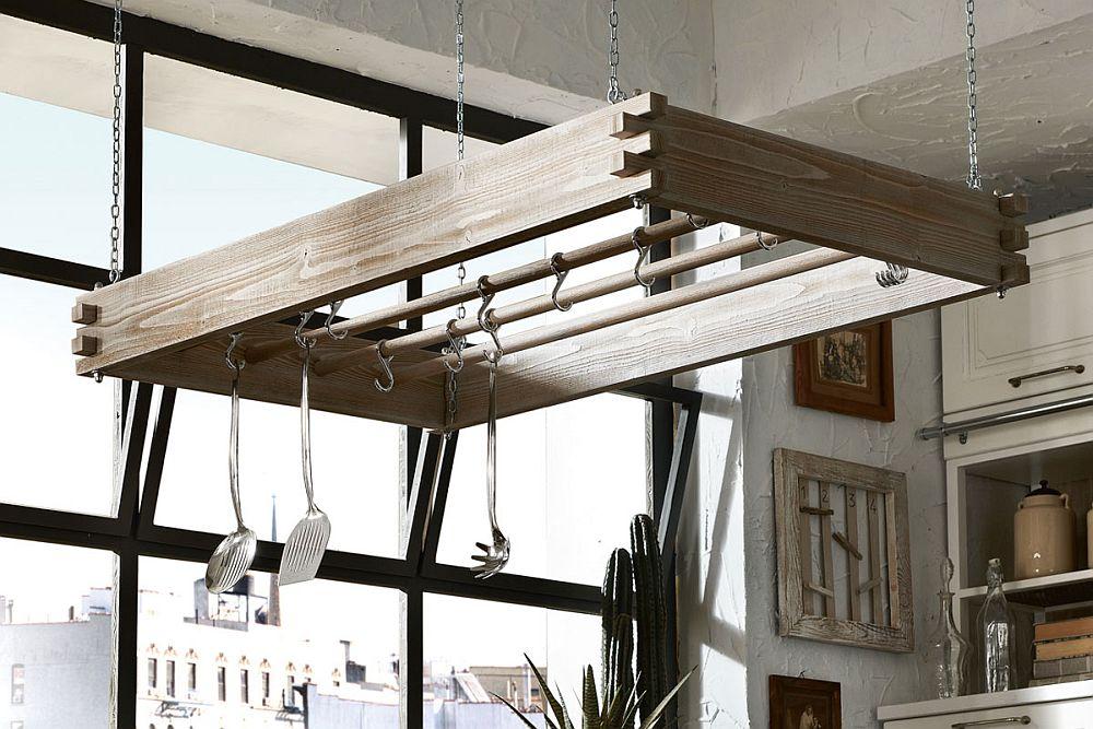 Кухня в винтажном стиле: держатель посуды из дерева