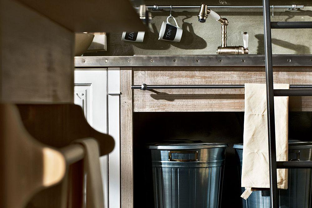 Кухня в винтажном стиле: металлические вёдра для отходов