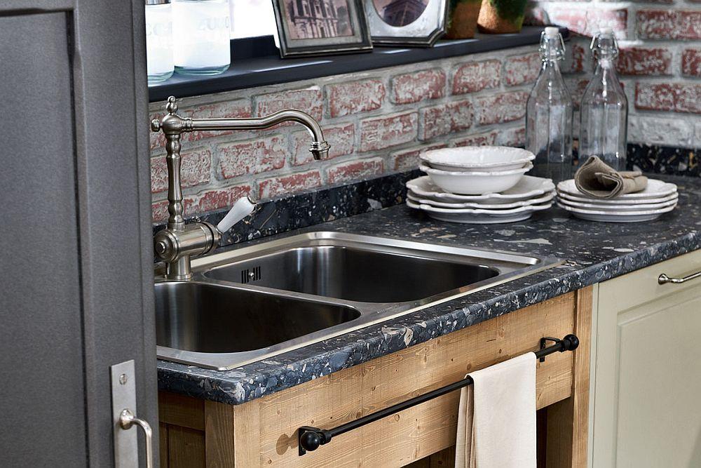 Кухня в винтажном стиле: черная мраморная столешница
