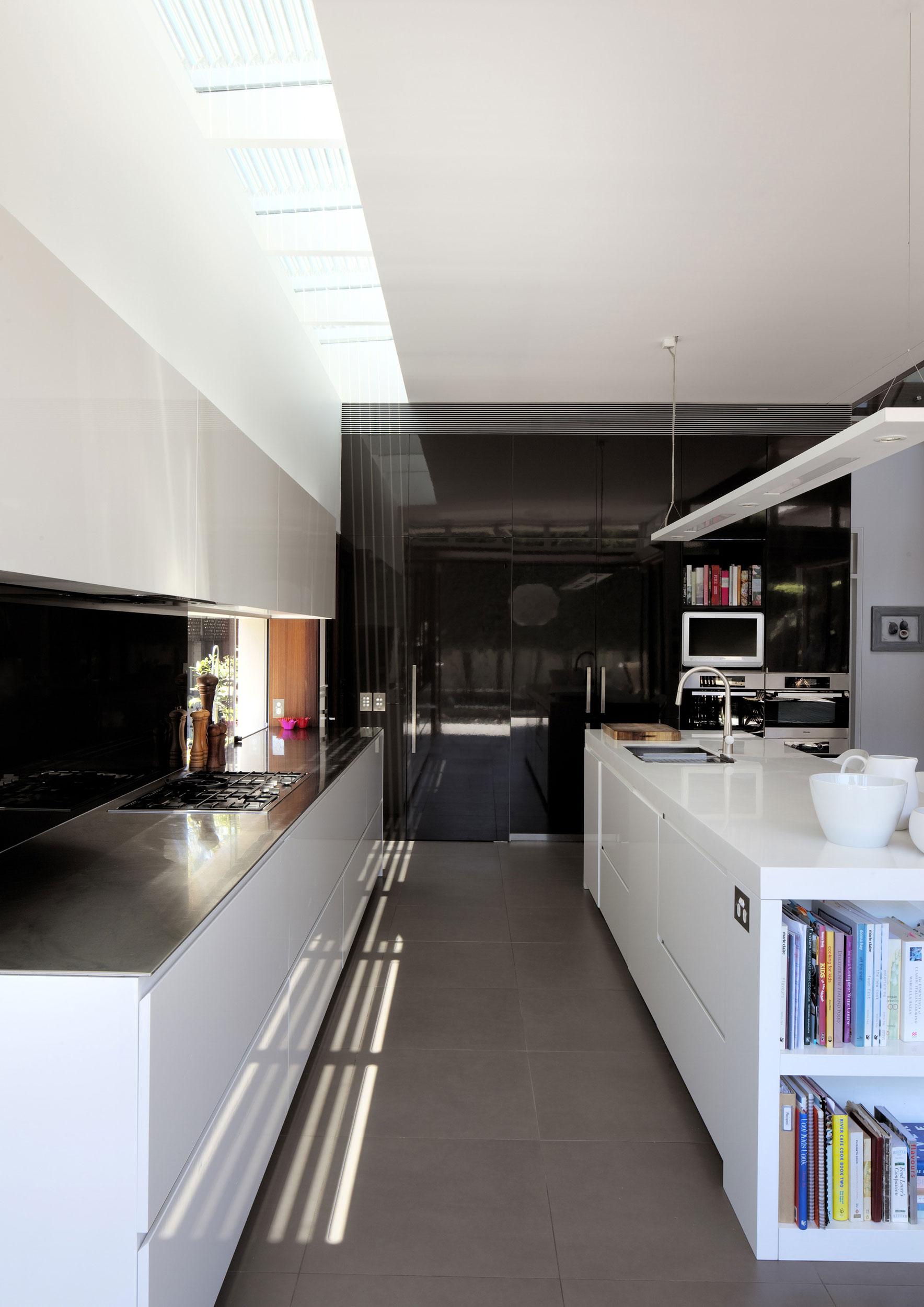 Роскошный интерьер кухни в загородном доме - Фото 15