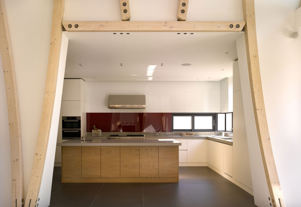 Роскошный интерьер кухни в загородном доме - Фото 16